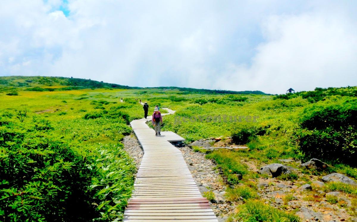 "Hiking Hakusan: enjoying the colors of the ""white mountain"""